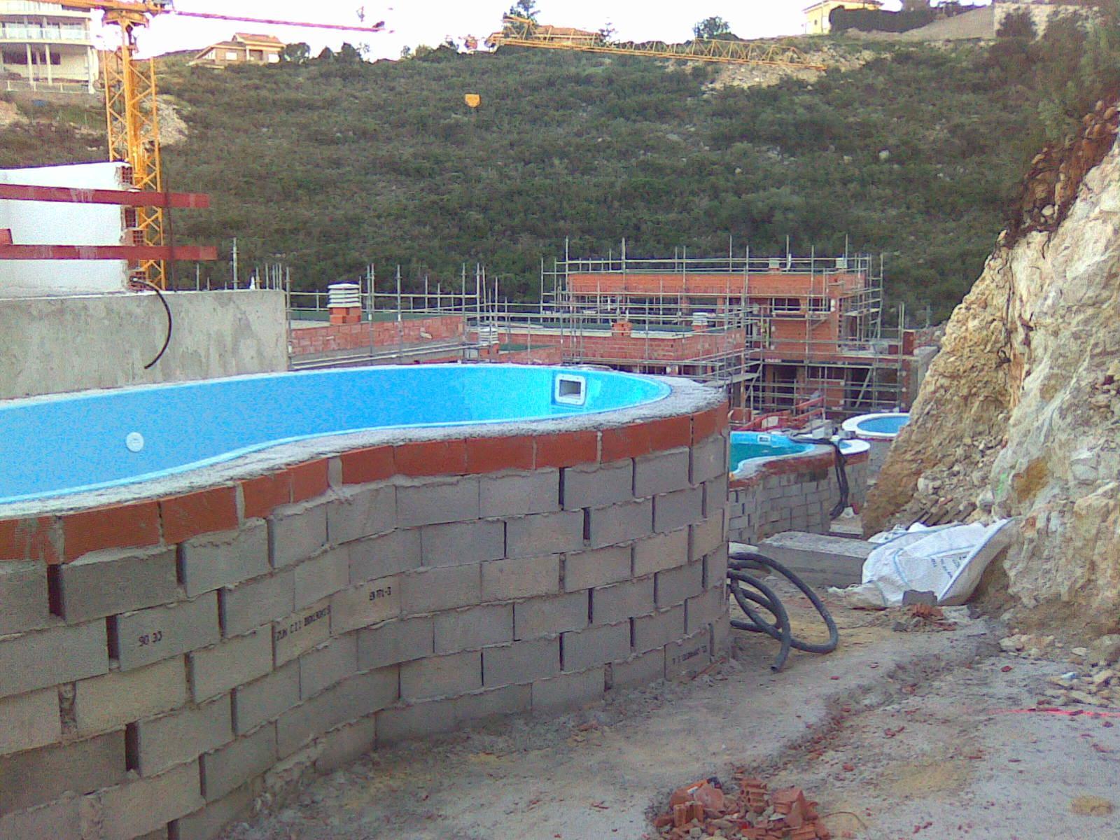 Hacer una piscina de obra ahorrarte o euros puede - Piscinas elevadas precios ...